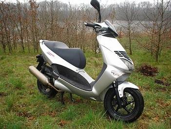 aprilia leonardo 125 150 motorscooter a2 rijbewijs. Black Bedroom Furniture Sets. Home Design Ideas